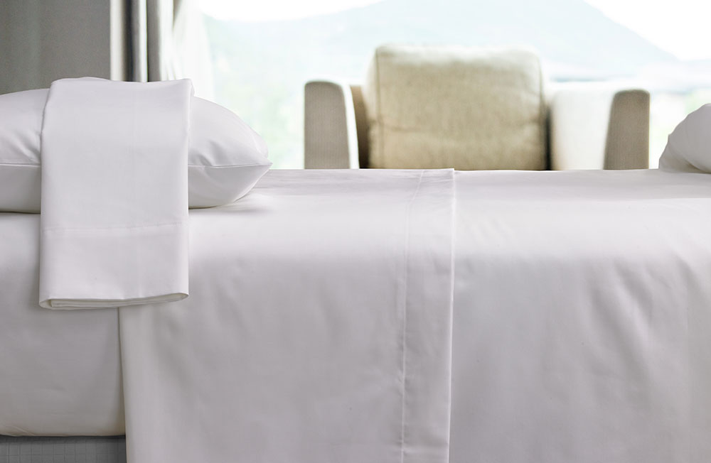 Buy luxury hotel bedding from courtyard hotels sheet set for Hotel sheets and towels